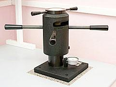 Прибор для испытания эластичности покрытия